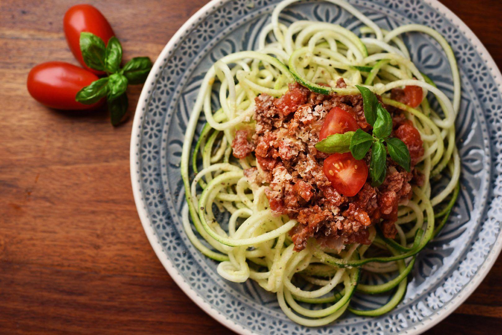 Zucchini Nudeln mit Bolognese