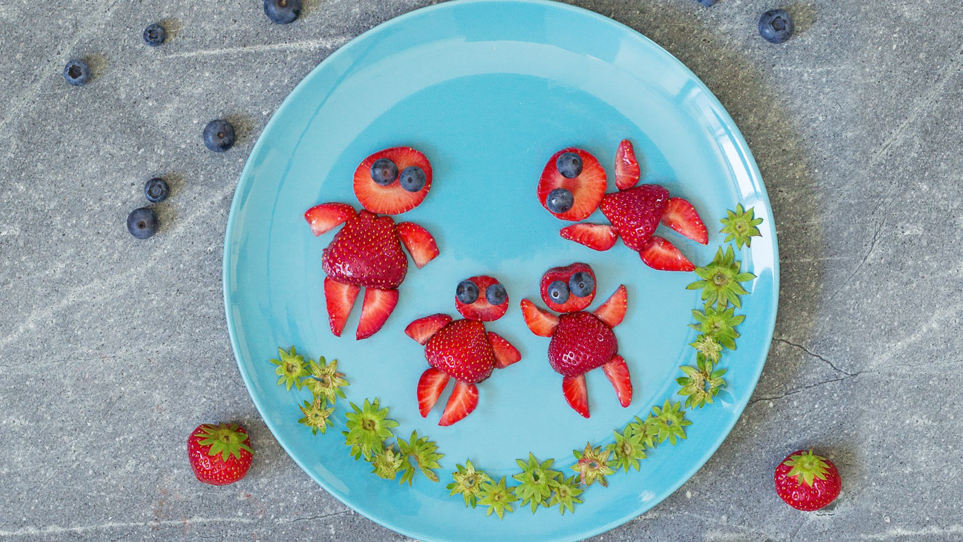 Erdbeerfamilie. Familie aus Erdbeeren mit Heidelbeeren als Augen