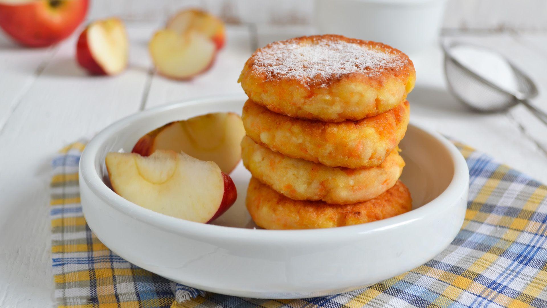 Ein Teller mit süßen Apfel-Topfen-Datscherl von Lidl Österreich