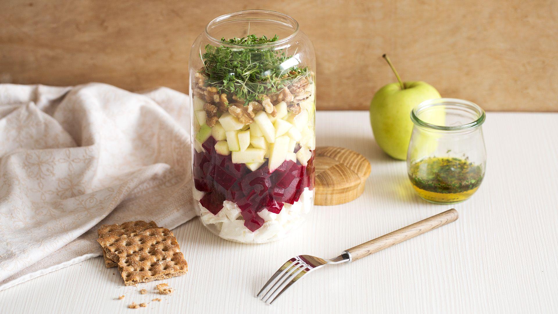 Apfel-Rote-Rüben-Salat mit Feta im Glas von Lidl Österreich