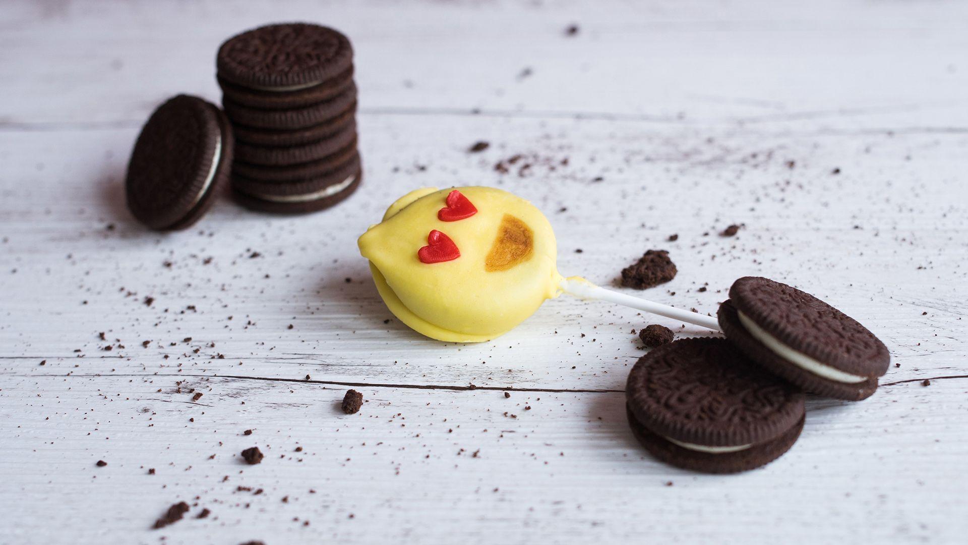 """Zuckersüße """"Herzaugen-Emoji"""" - Cakepops von Lidl Österreich"""