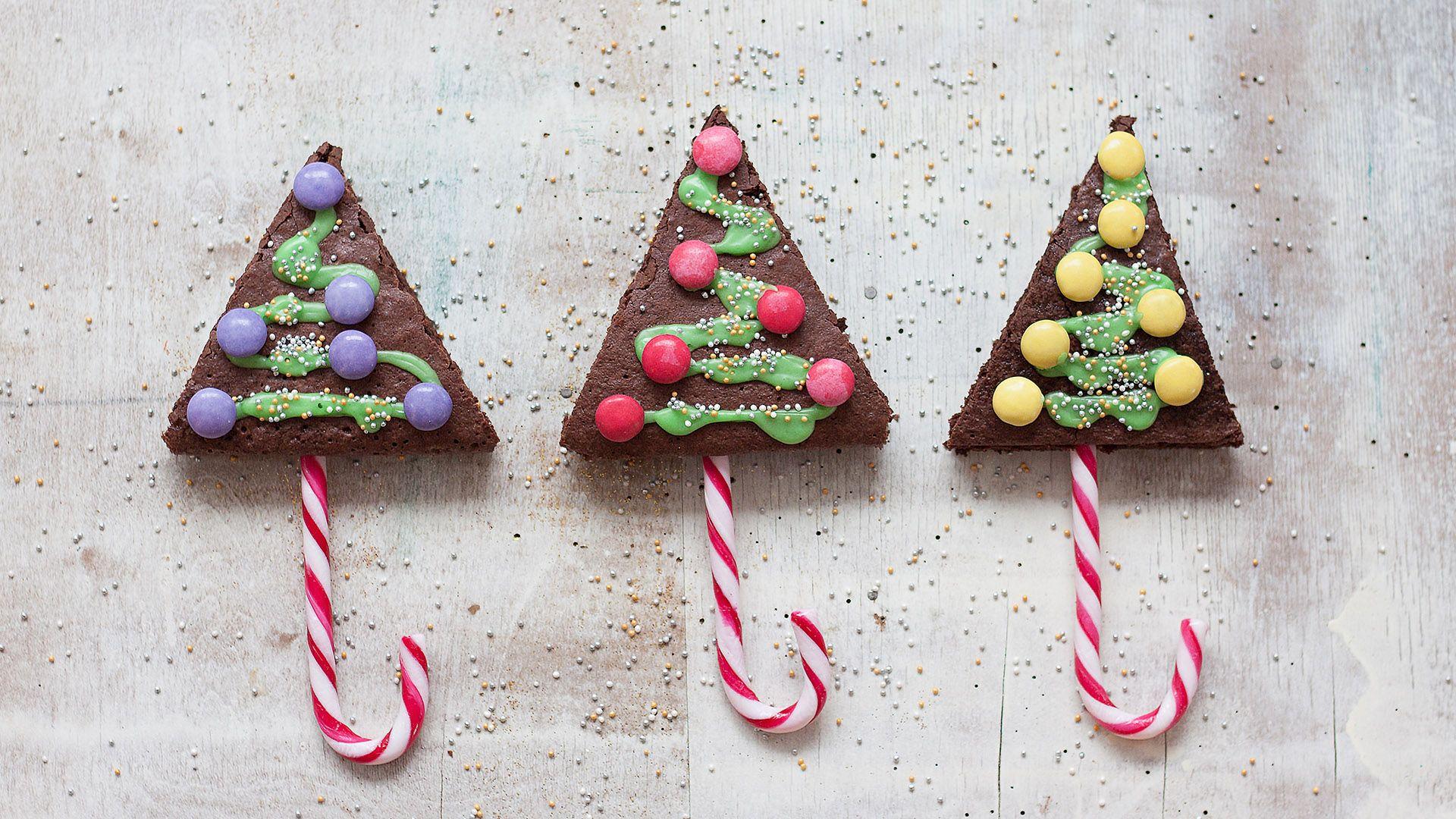 Brownie-Christbäumchen mit Zuckerstangen von Lidl Österreich