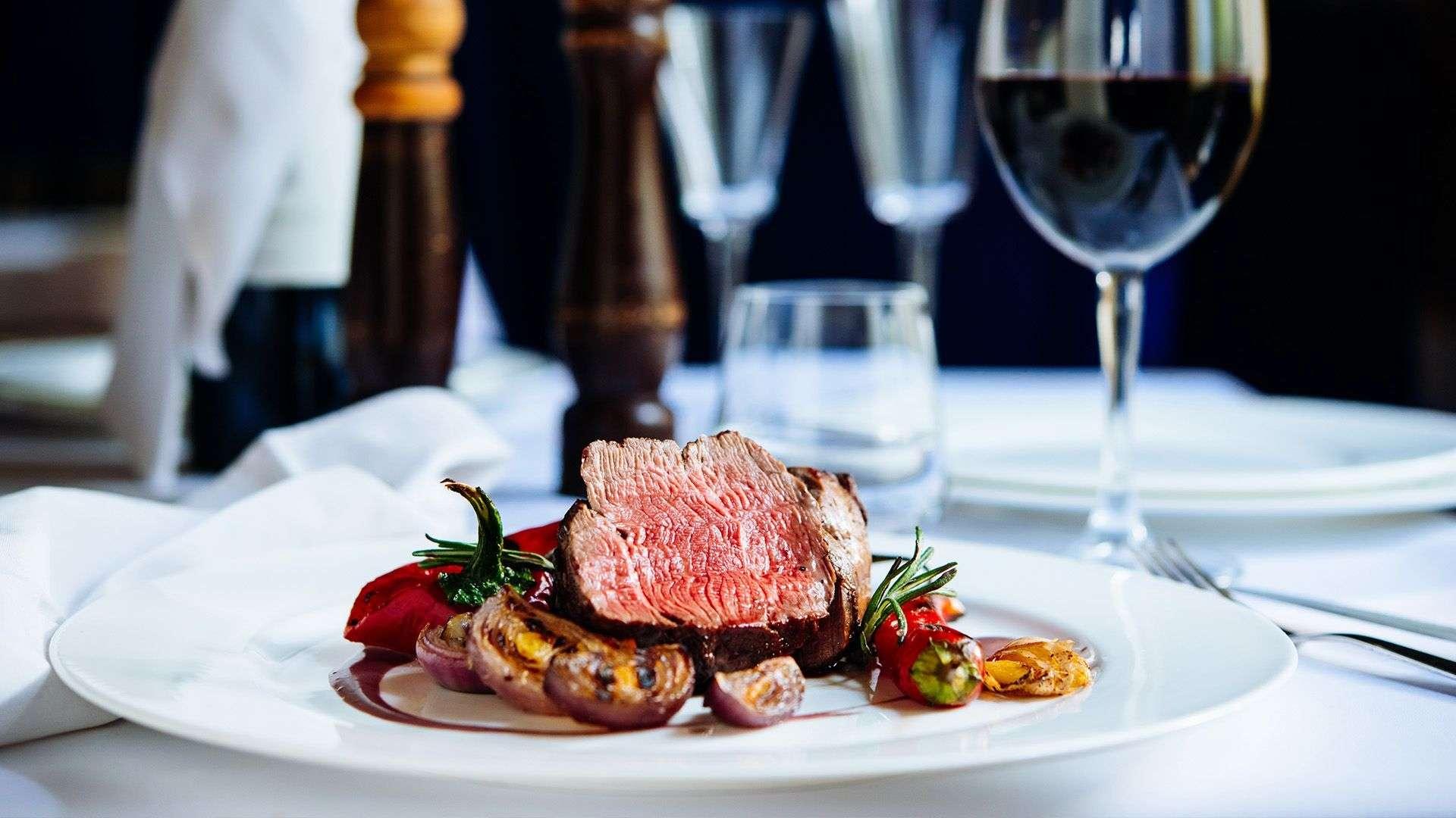 Filet Mignon mit Rotweinsauce und Gemüse von Lidl Österreich