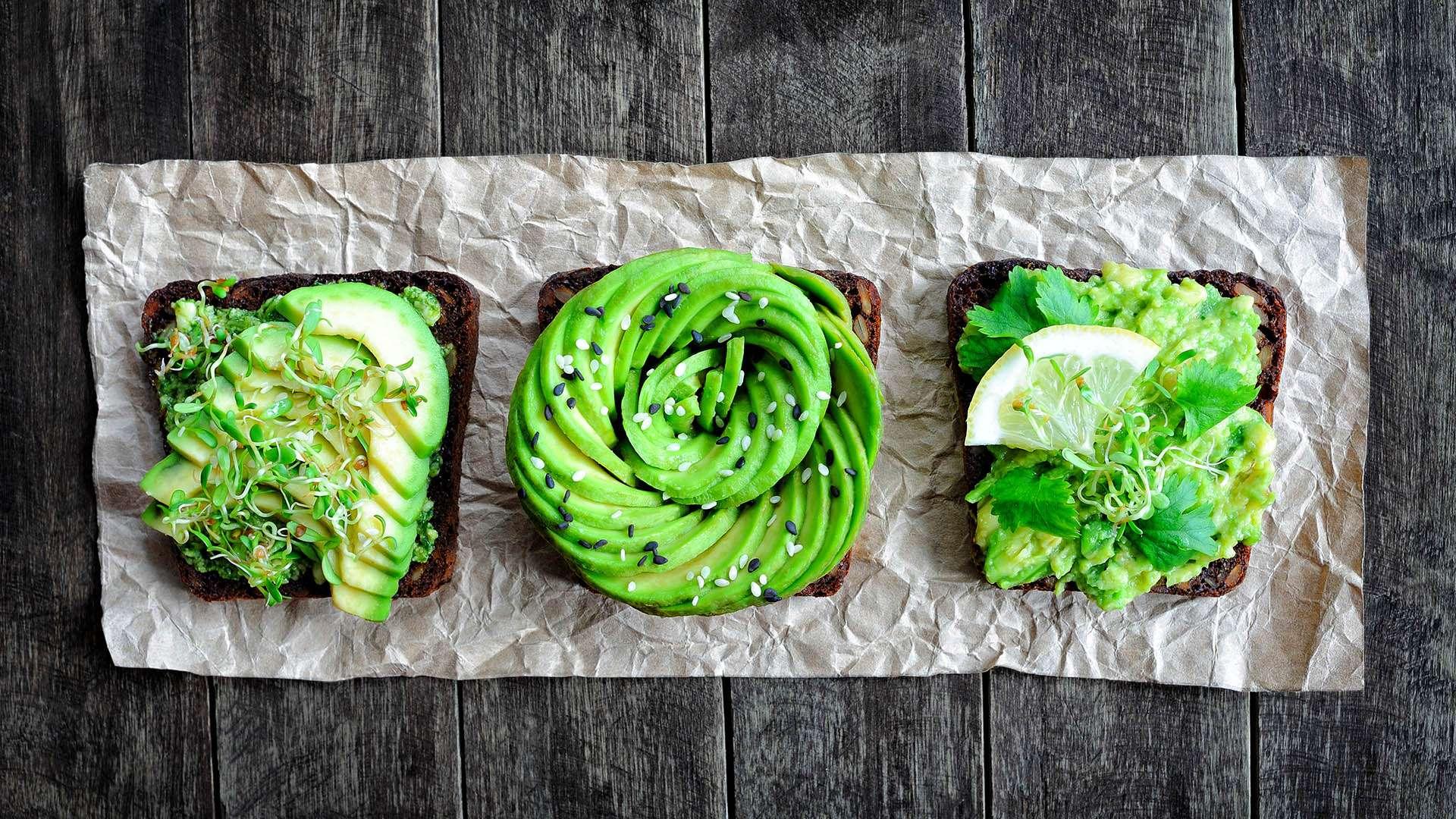 Gesundes Frühstück mit DIY Körnerbrot und Avocado von Lidl Österreich