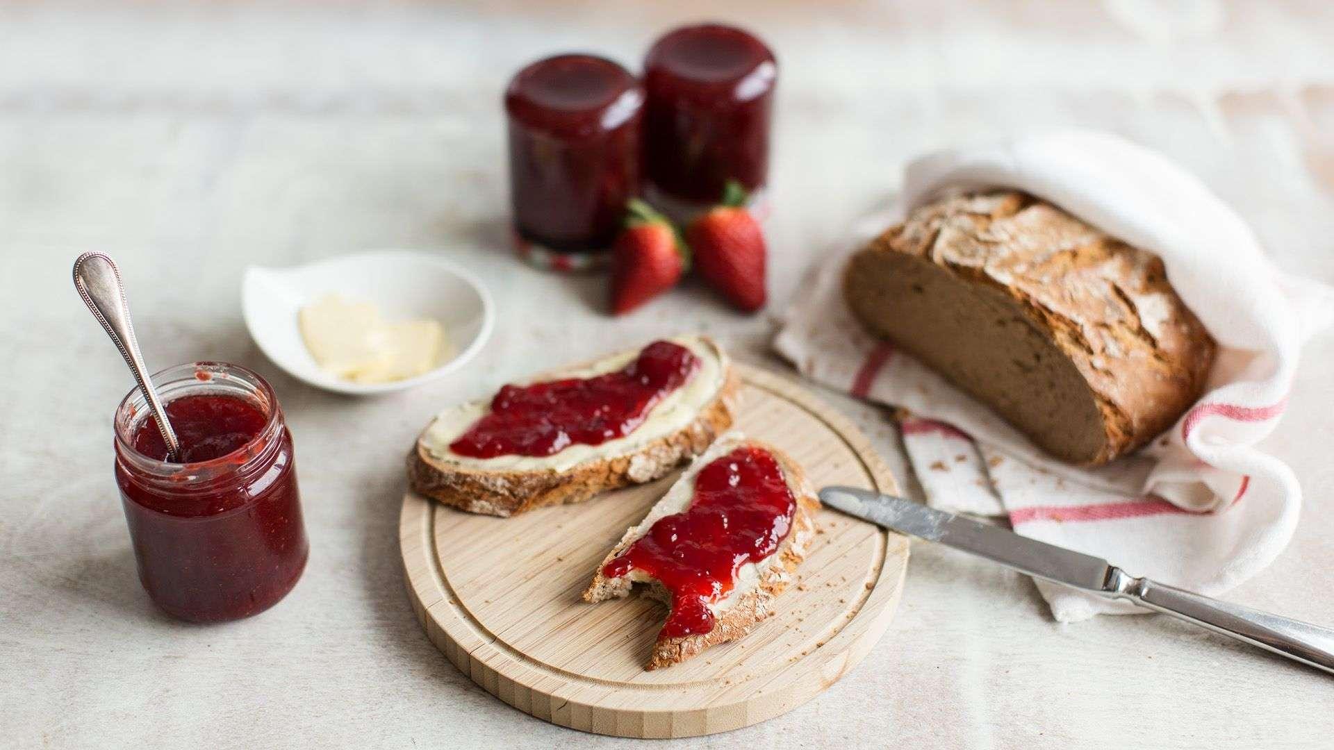 Erdbeermarmelade mit Fruchtstückchen selber machen Rezept von Lidl Österreich